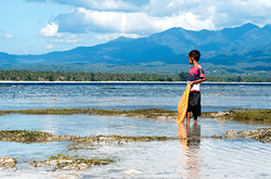 gili air boy fishing